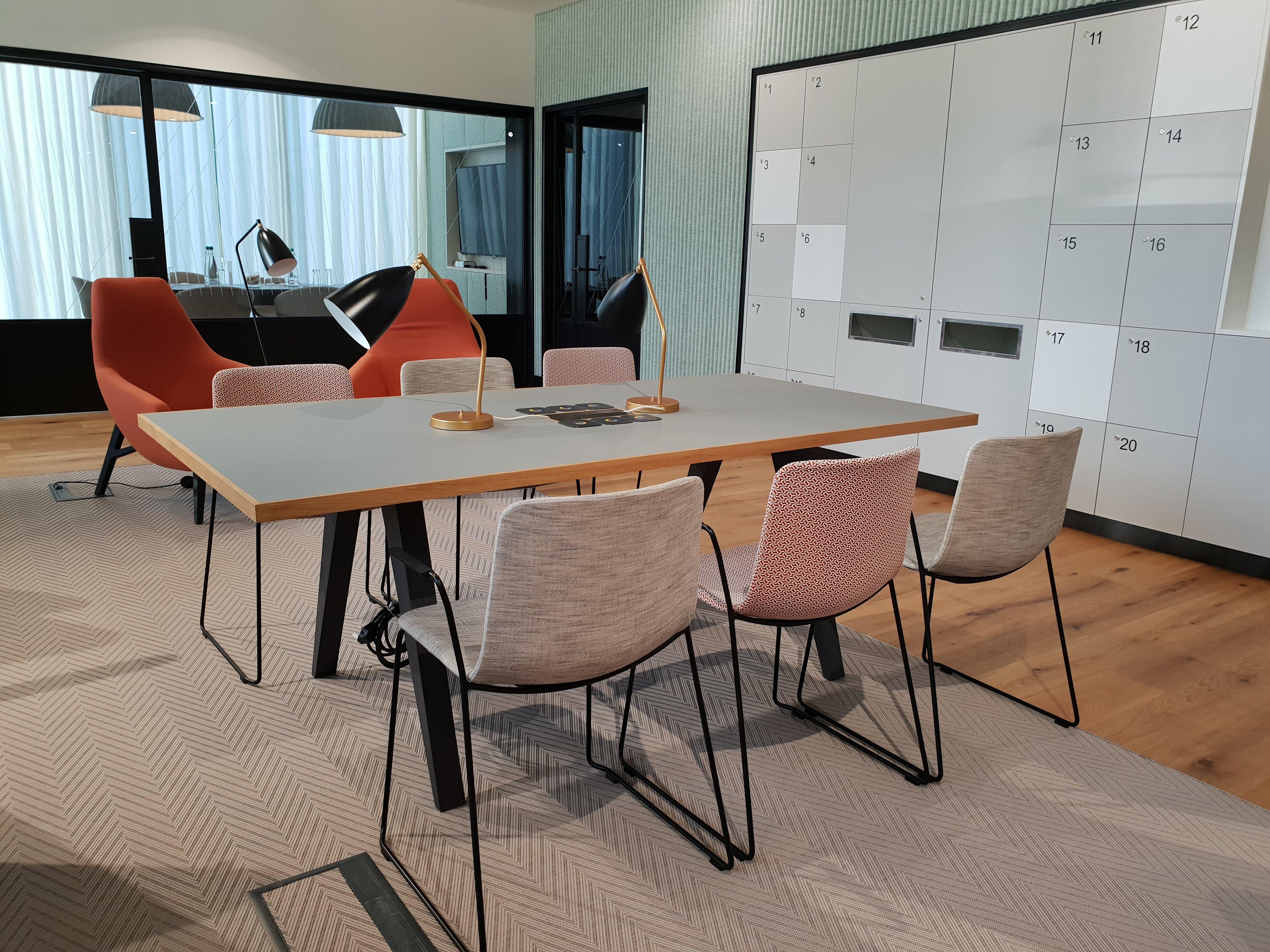 Orega-Birmingham-business-lounge-meeting-room
